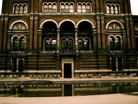 V&A courtyard facade